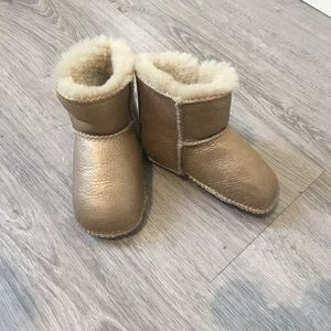 Ugg brown coloured size M kids boot.